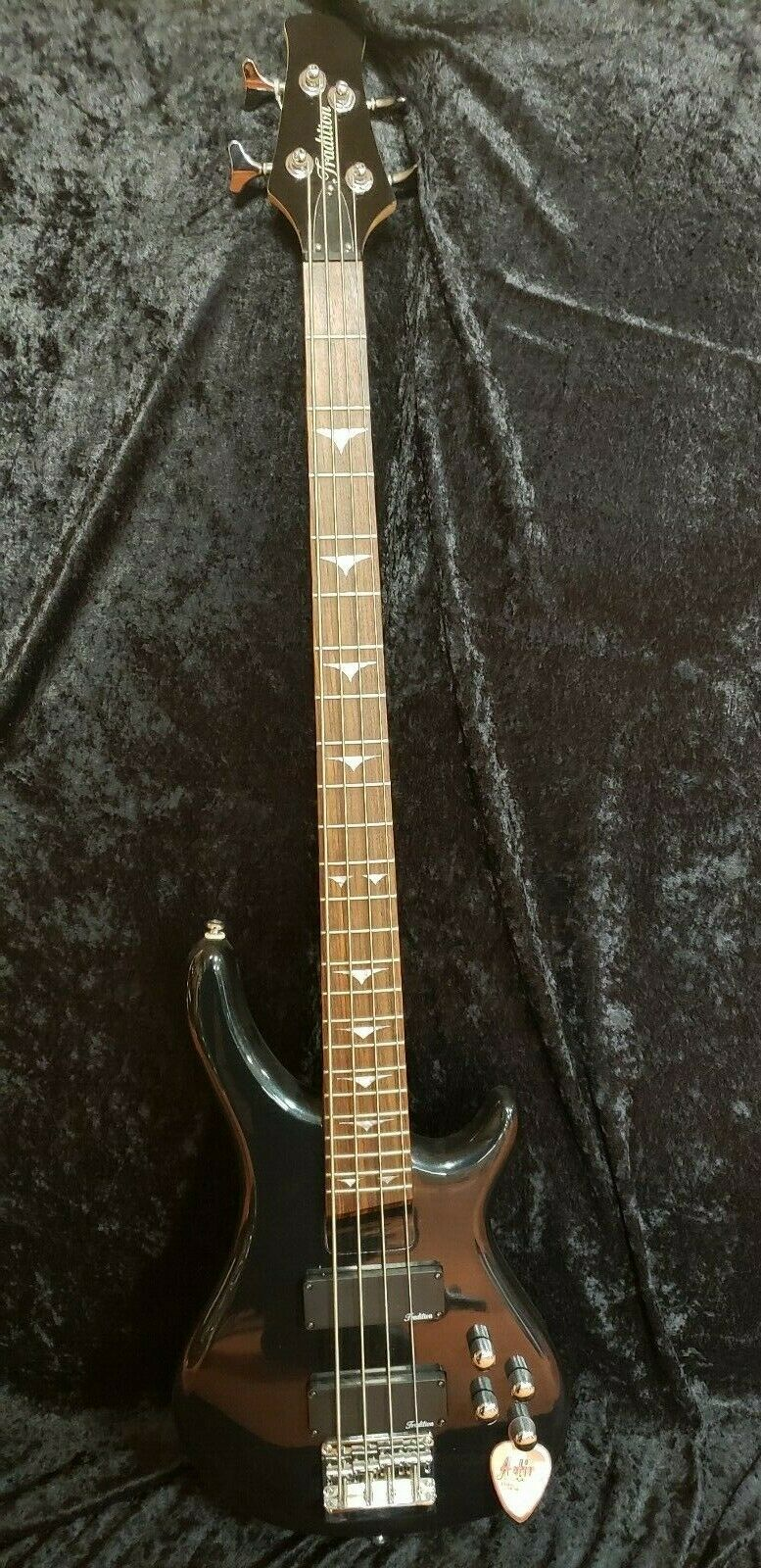 Tradition Electric Bass Guitar - Deep Grün Finish - New w Warrant - rotUCED