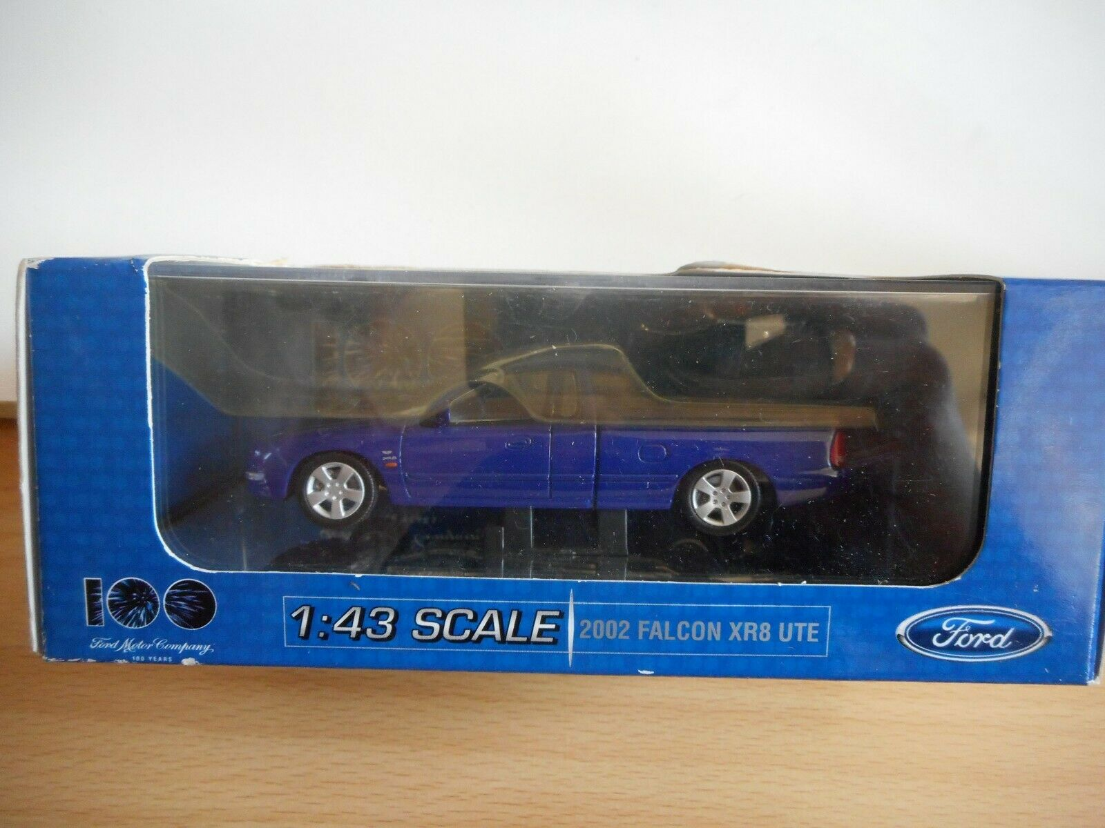 Classic Car 2002 Ford Flacon XR8 Ute in lila on 1 43 in Box