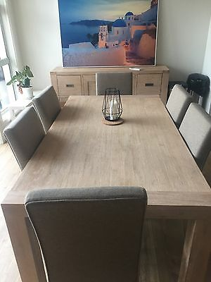Gorgeous near new dining table and chairs