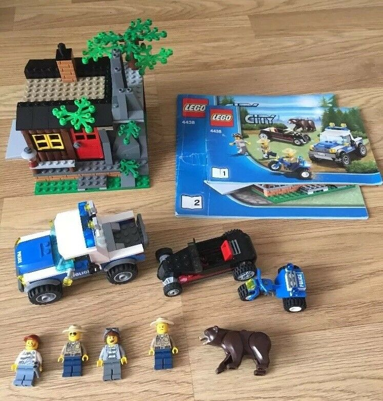 Lego City Forest Police Robber's Hideout Set no 4438 Complete