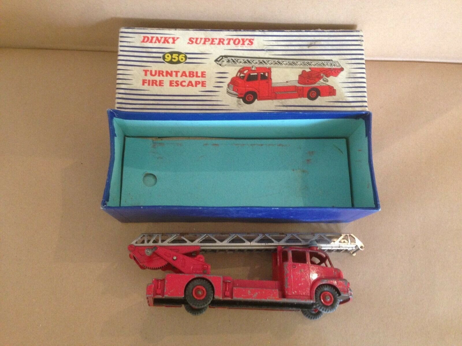 Dinky Supertoys Fire Engine 956 Turntable Fire Escape, original in in in original box 3cd923