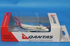 Genuine Qantas Toy Boeing 747-400  Aeroplane Toy Die Cast 1:500 Toy Daron RT8554
