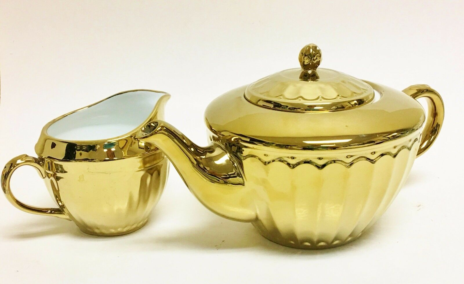 NEW 222 FIFTH PARTHENON 2 PC 3D METALLIC REFLECTIVE Gold COFFEE,TEAPOT+CREAMER