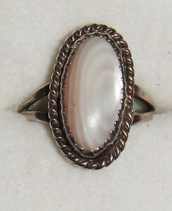 VINTAGE-ANTIQUE-STERLING-925-SOLID-SILVER-WHITE-AGATE-OVAL-RING-ART-DECO