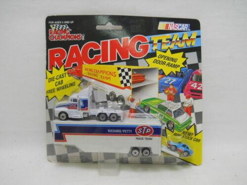 #43 Richard Petty Team Transporter Micro Machines NASCAR Racing Champions