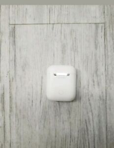 Apple Airpods 1 Generation With Wireless Charging Case White Ebay