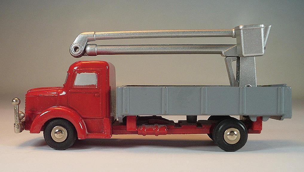 SCHUCO PICCOLO 1 90 no. 748 Krupp Camion Rouge Avec hubsteiger Plateforme de travail  644