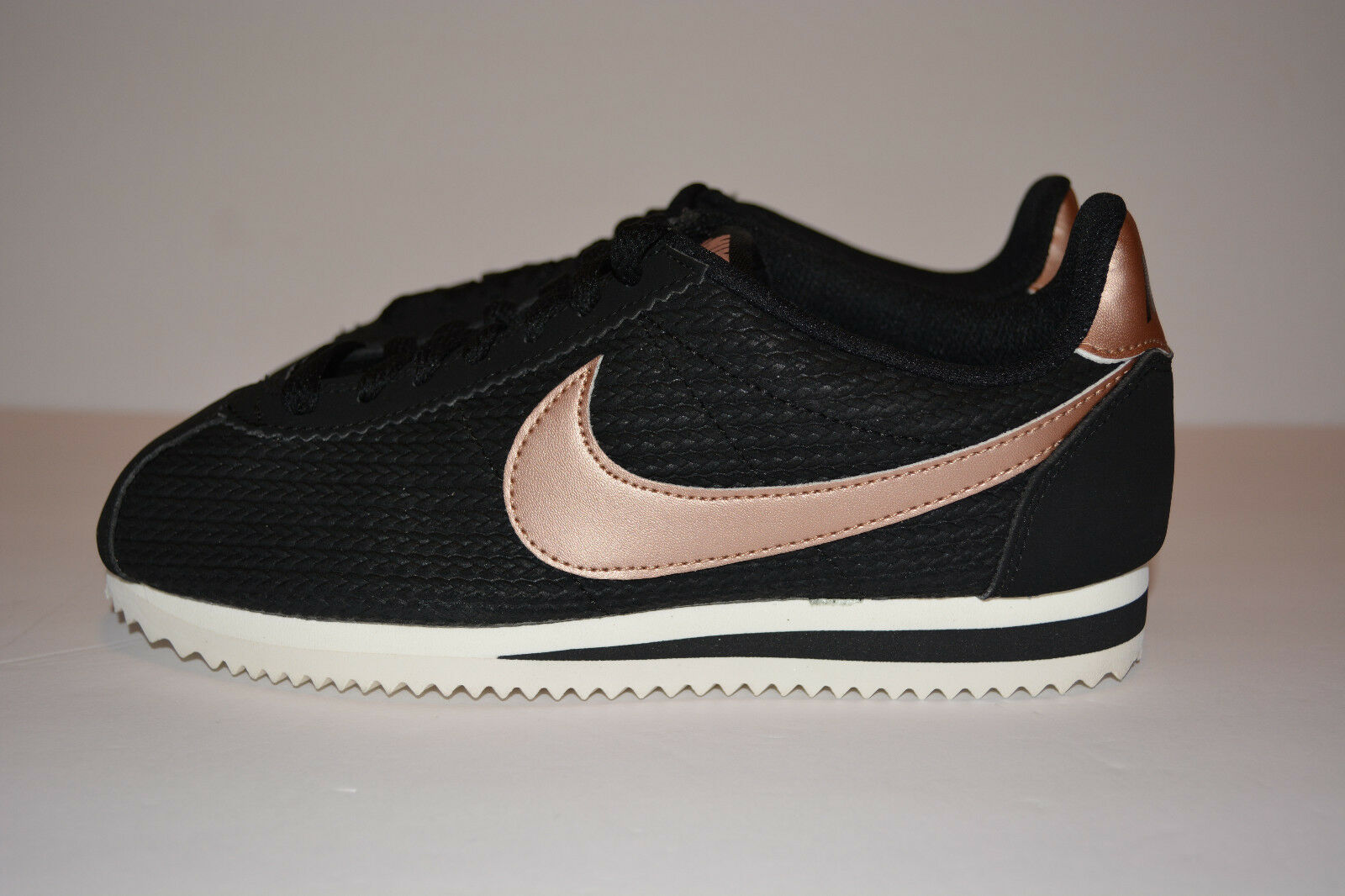 Nike Women's Classic Cortez Leather Lux Sneakers Black [Size 5.5] 861660-002