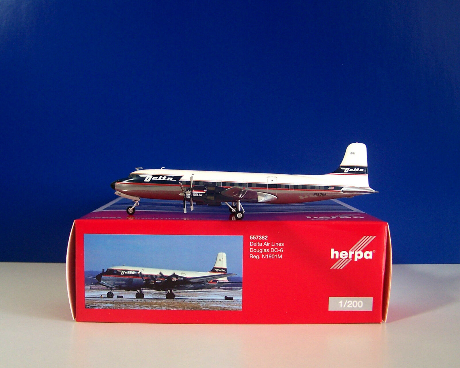 Herpa WINGS 557382 -  Delta Air Lines Douglas DC-6 - limited 1 200