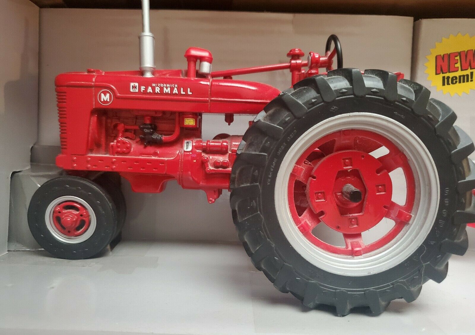 Diecast Tractor With Disk - Farmall M - Nice 2-Piece Set 1 16 Scale