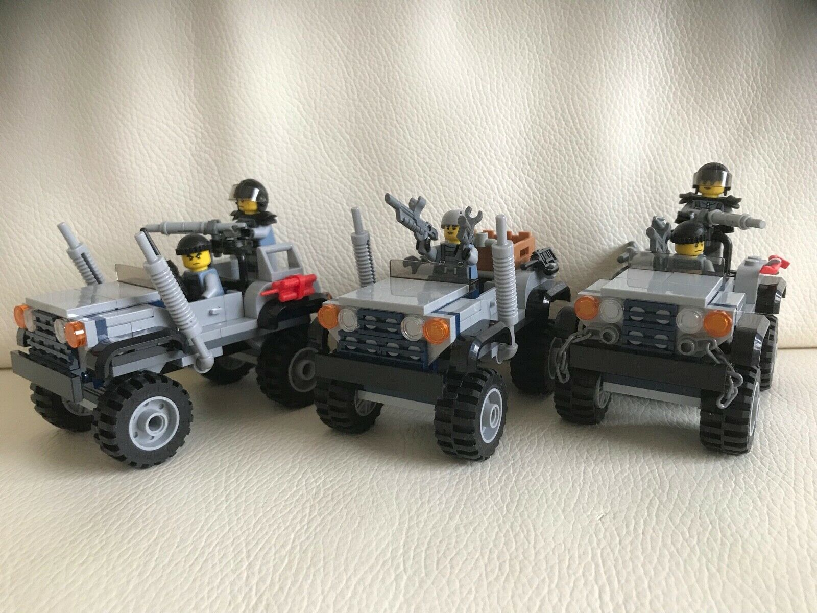 LEGO parts only SPECIAL FORCES 5 minifigures + + + 3 OFF ROAD CARS (75926) u2 ba6052
