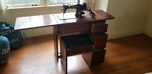 Vintage-Singer-15-91-Sewing-Machine-W-Wooden-Table-Cabinet-Bench-amp-Accessories