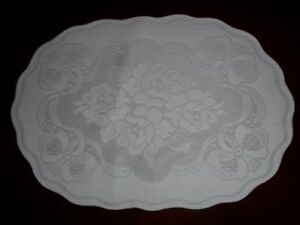LACE-PLACEMAT-IVORY-14-X-19-TABLE-HOLIDAY-CHRISTMAS-OVAL-ITPF527