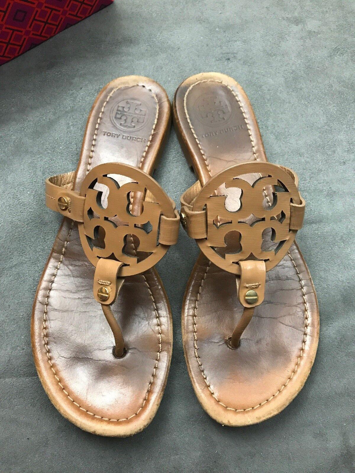 TORY BURCH Miller Royal Tan Sand Sandale Beige Saffiano Patent Leder Sandale Sand Sz 8.5 L27 defbb7