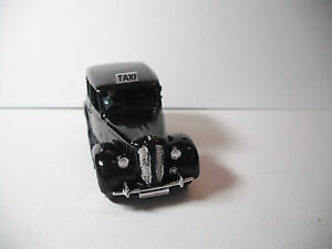 Dinky-Toys-Meccano-Austin-London-Taxi-254G-BLACK-W-GREY-Base-driver-RESTORED