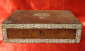 Cofanetto-con-decorazioni-dorate-e-rivestito-in-velluto-primi-039-900