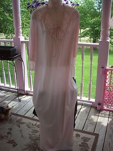 VINTAGE SHADOWLINE LINGERIE # 37 BEAUTIFUL BABY PINK GOWN PETITE