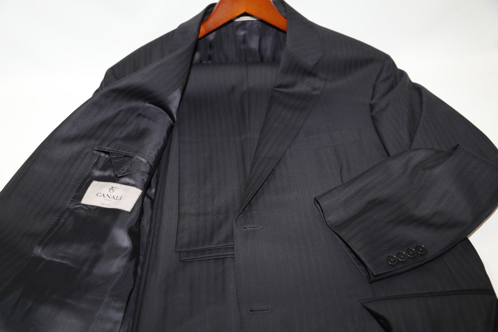 174  CANALI  Model 13290 Two Button Suit Größe 46 R