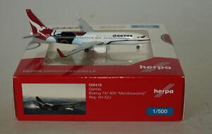 HERPA-WINGS-526418-Boeing-737-838-Qantas-vh-xzj-Mendoowoorrji-in-1-500-SCALA