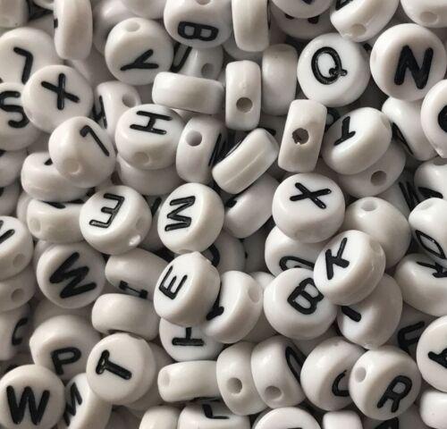 100 Rond Blanc Perles /& Lettres Noires Acrylique Alphabet Lettre Perles a-z 7x4mm