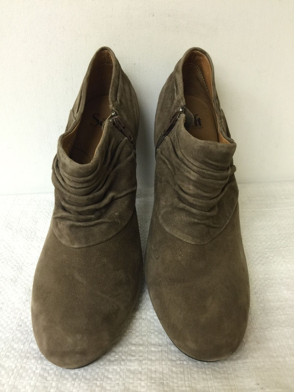 Sofft women Taupe Suede Heels Ankle Boots heel Shoes size 8.5M