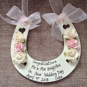 PERSONALISED-WEDDING-GIFTS-HORSE-SHOE-Bride-amp-Groom-Wedding-Day-classic-Ivory