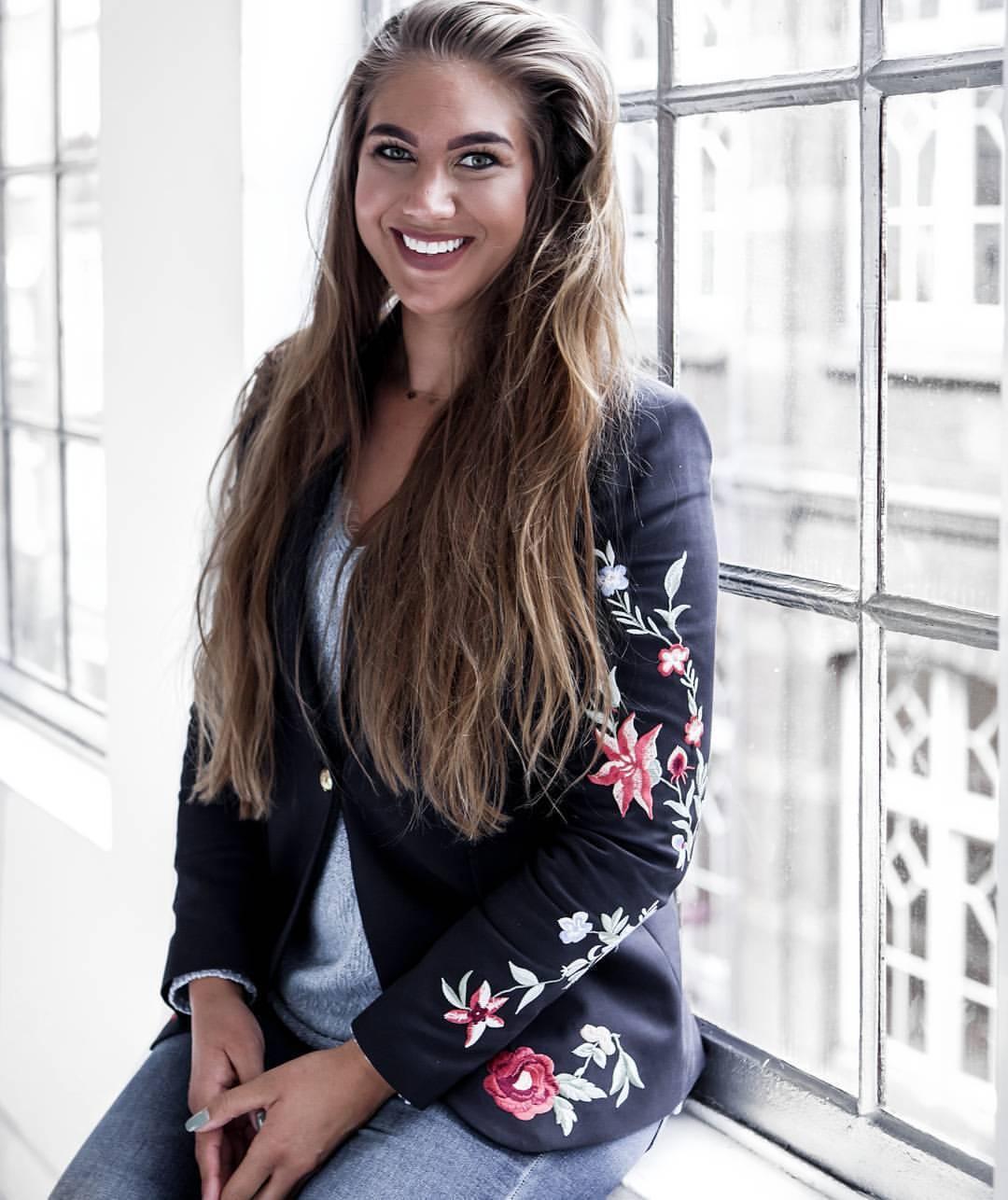 Zara Navy Embroidered Blazer Size SMALL BNWT