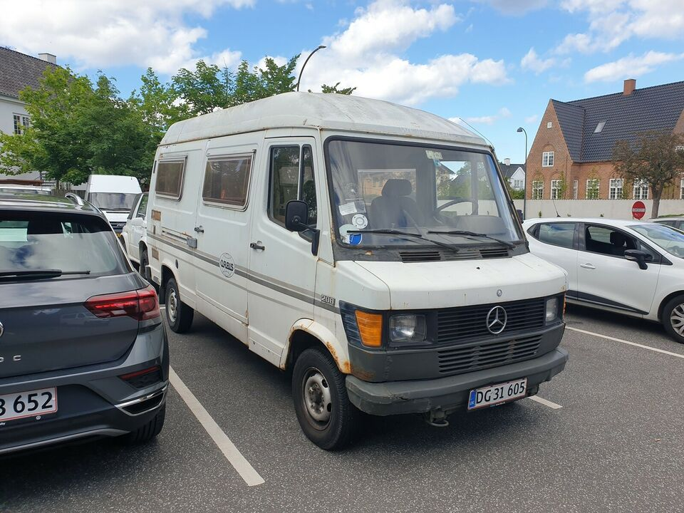 Mercedes 200/8, 2,0, Benzin