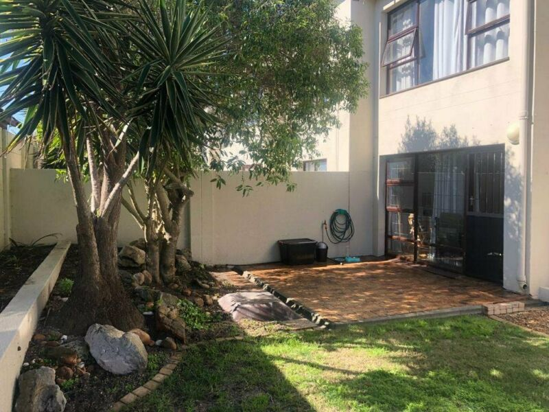 LOVELY 2 BEDROOM PET FRIENDLY APARTMENT TO RENT IN TABLE VIEW