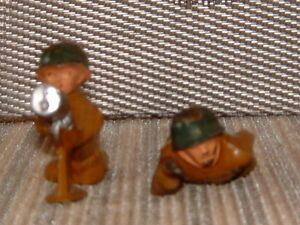 VINTAGE LEAD SOLDIERS (2) DIFFERENT FIGURES ... MANOIL TYPE FIGURE.