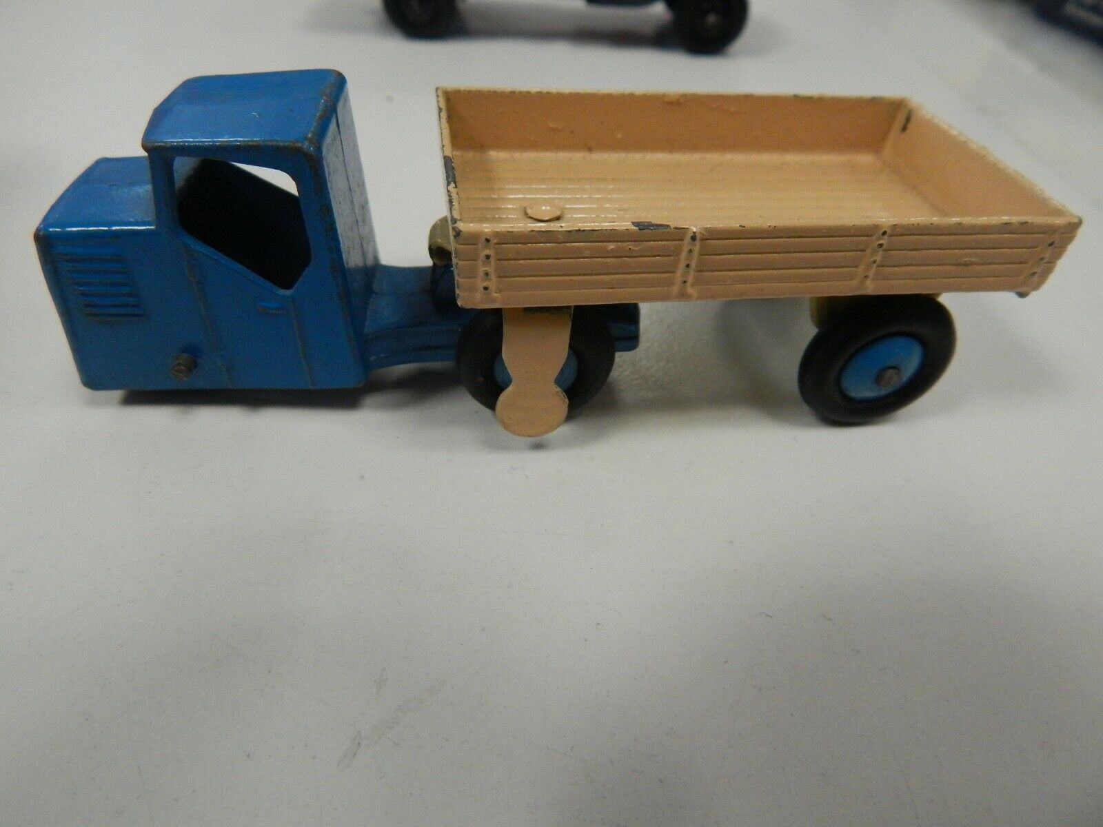 DINKY TOYS truck and trailer