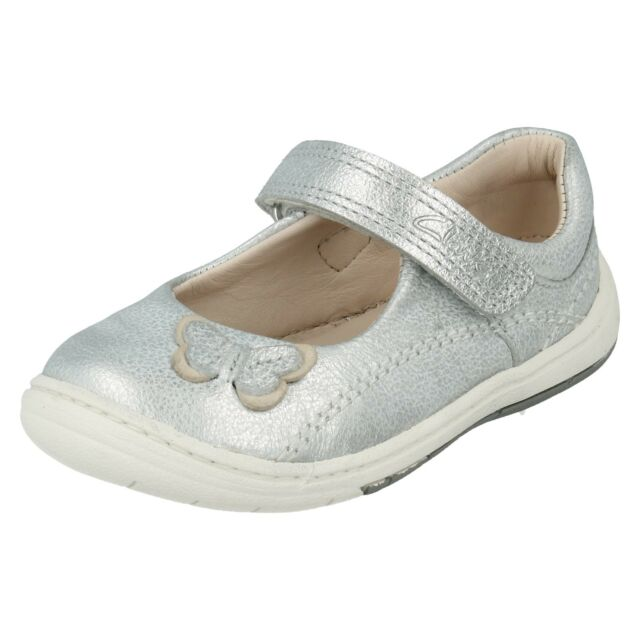 9728e09b0d4 Girls Clarks Softly WOW FST Leather First Walking Shoes UK 3.5 ...