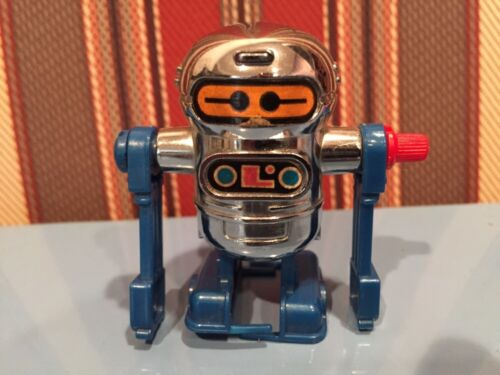 "1979 Vintage TOMY 2"" WIND-UP TOY ""ROBOT"" (WORKS)!!"