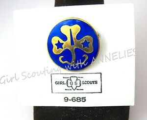 WORLD ASSOCIATION  PIN ON CARD VINTAGE GIRL SCOUT PIN