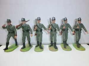 Konvolut-6-alte-Elastolin-Kunststoff-Soldaten-7-5cm-Polizei-Marschzug-Offizier