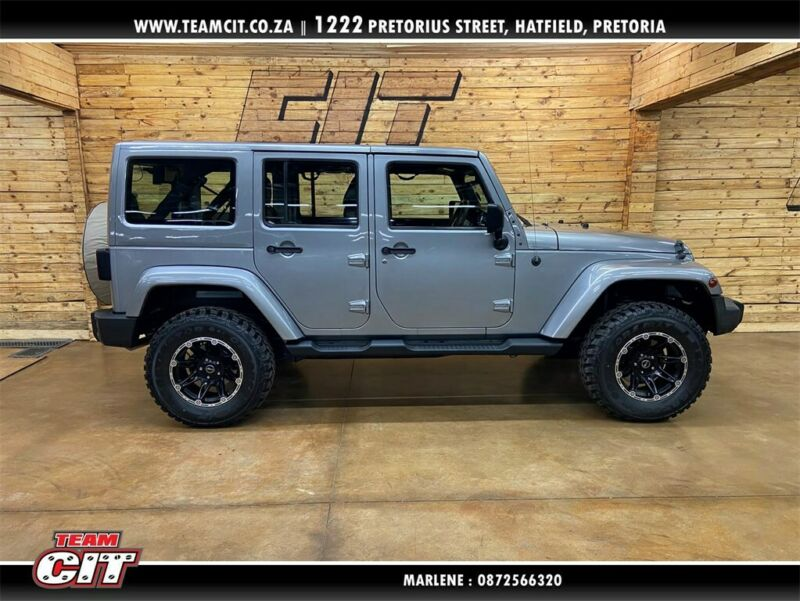 2014 Jeep Wrangler Unlimited 3.6 Sahara AT for sale!