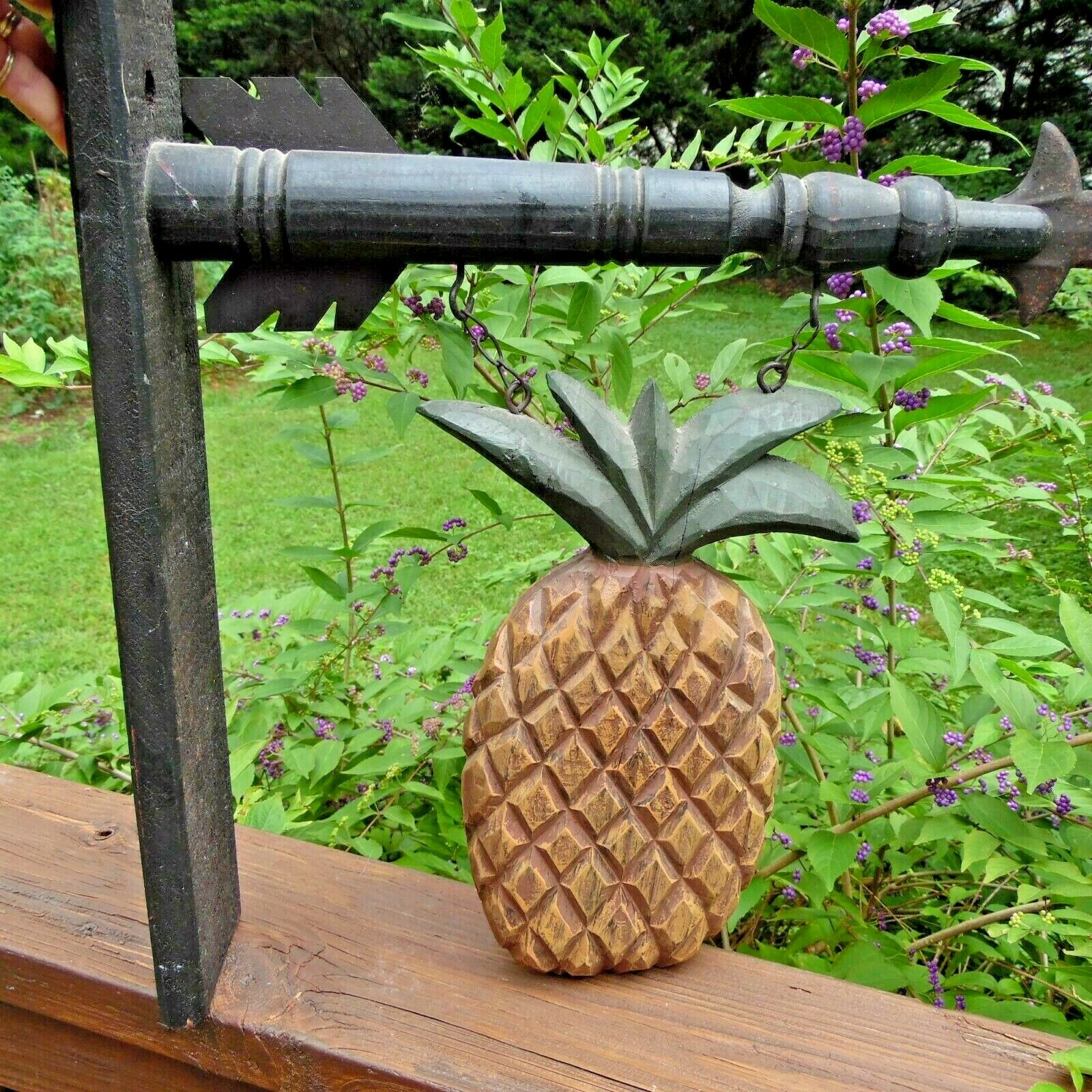 - Wood Holder for Country Arrow Signs with wood pineapple