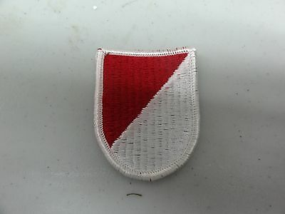 MILITARY PATCH US ARMY COLORED FLASH FOR BERET RED AND WHITE POSSIBLY CAVALRY