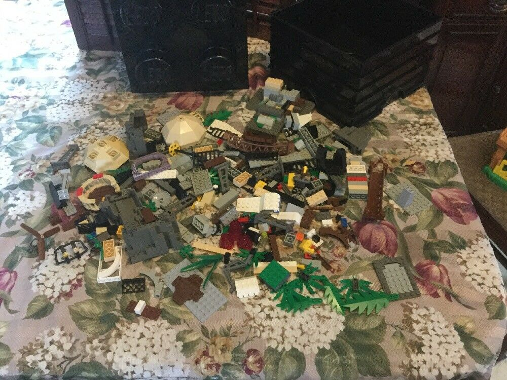 Mixed Lot Of Older Lego Pieces Pieces Pieces With A Storage Bin. 62cb00