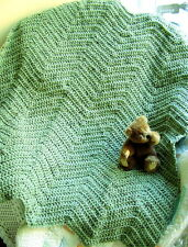 CROCHET chevron KNIT BABY BLANKET AFGHAN wrap shawl HANDMADE GREEN FLECK RIPPLE