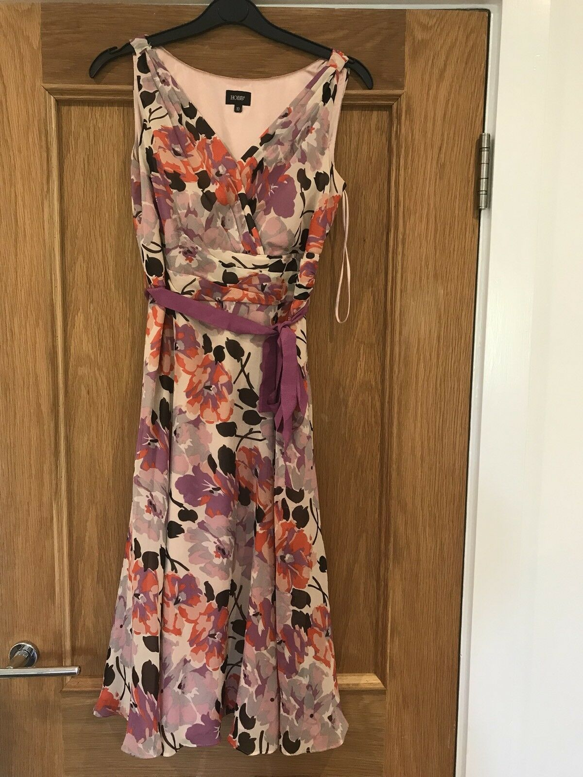 de7165d02c5 Gorgeous Hobbs Floral Print Silk Dress Condition Midi Good ...
