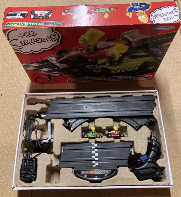 Micro Scalextric The Simpsons - Homer Vs Bart Karts - 1:64 Scale - Hornby -2014