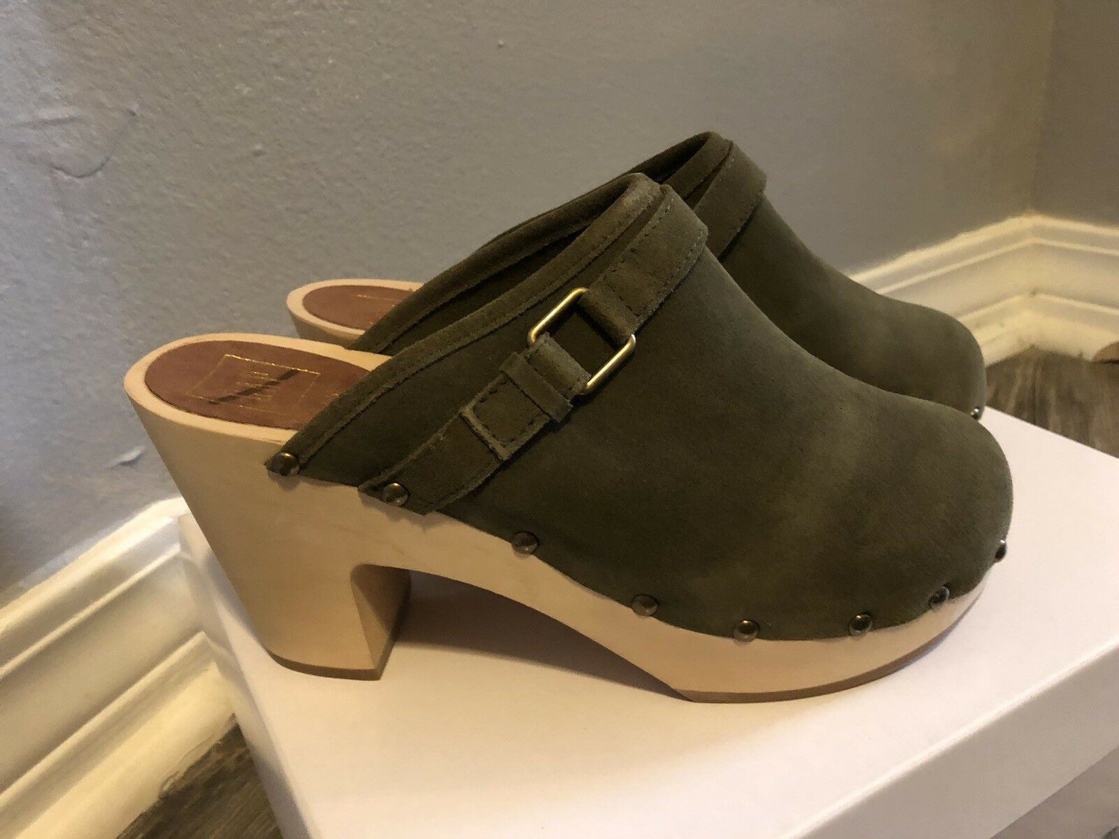 BNWT NEW GAP SUEDE Green Clogs Mules shoes SIZE 7.5