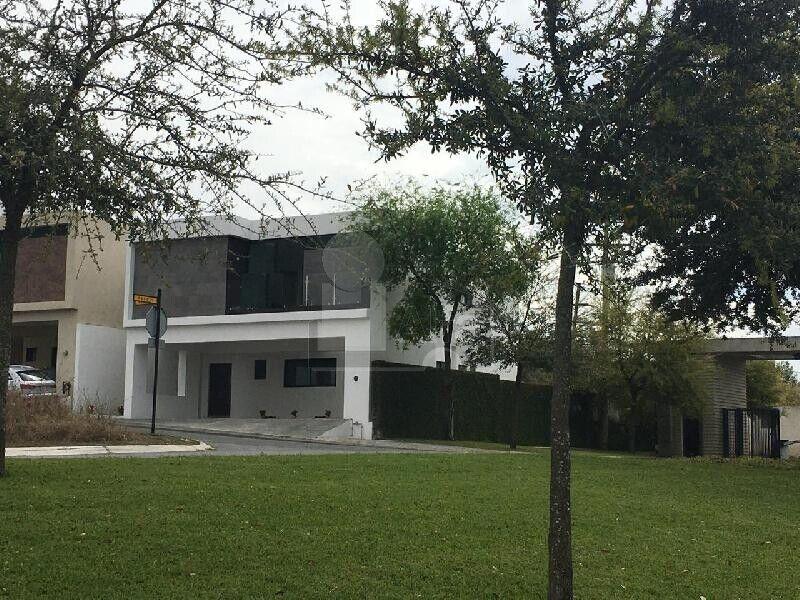Casa en venta Col. Laderas Privada Abedul, Carretera Nacional, Monterrey, N.L.