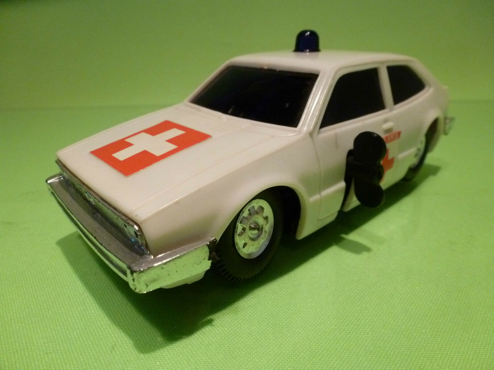 HONG KONG 782 VW VOLKSWAGEN SCIROCCO - AMBULANCE L17.0 WHITE VERY GOOD - WIND UP