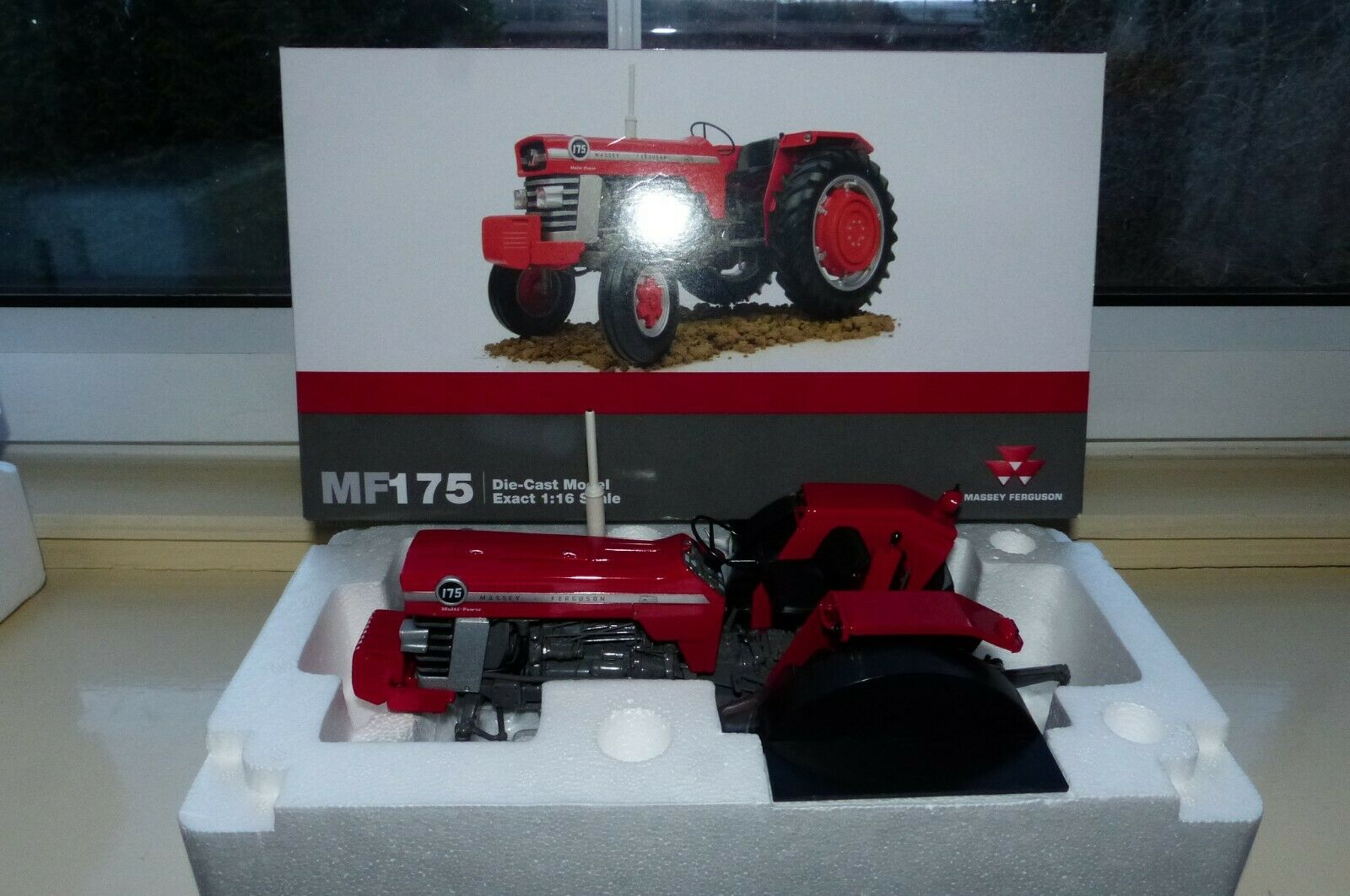 Universal Hobbies No 2906 is is the model of the Massey Ferguson 175 tractor New