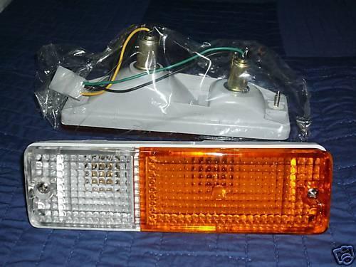 DATSUN BLUEBIRD 710 720 FRONT PARKING LIGHTS LAMPS NEW