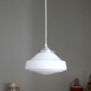 Lustre suspension globe ancien verre opaline blanche luminaire industriel