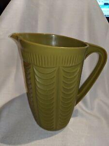 Retro-Olive-Green-Plastic-Pitcher-Arnold-Ware-Scalloped-Design-1970-039-s-no-345