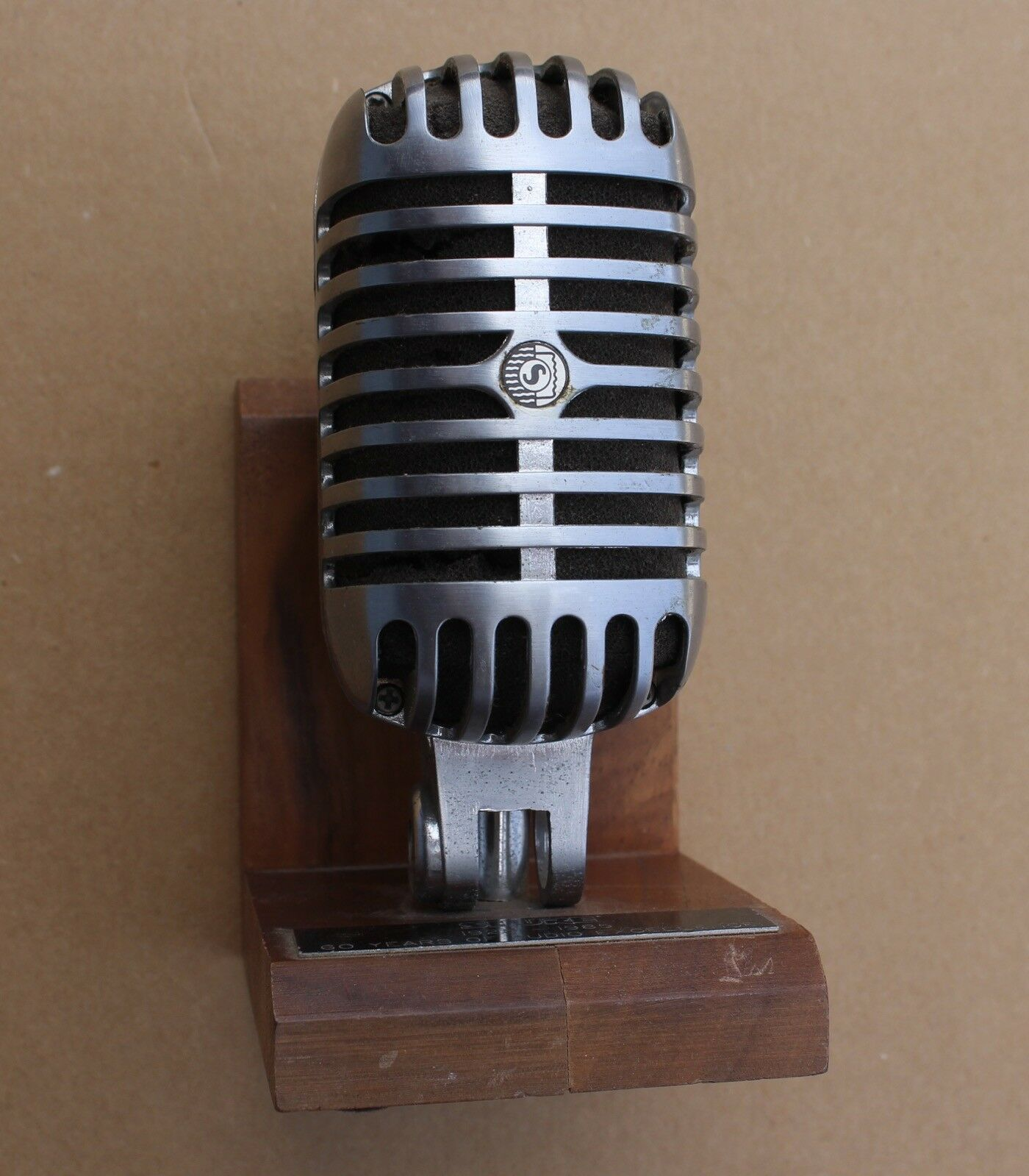 Rare 1925-1985 Shure Microphone Service Award Mic 60 Year Anniversary Plaque
